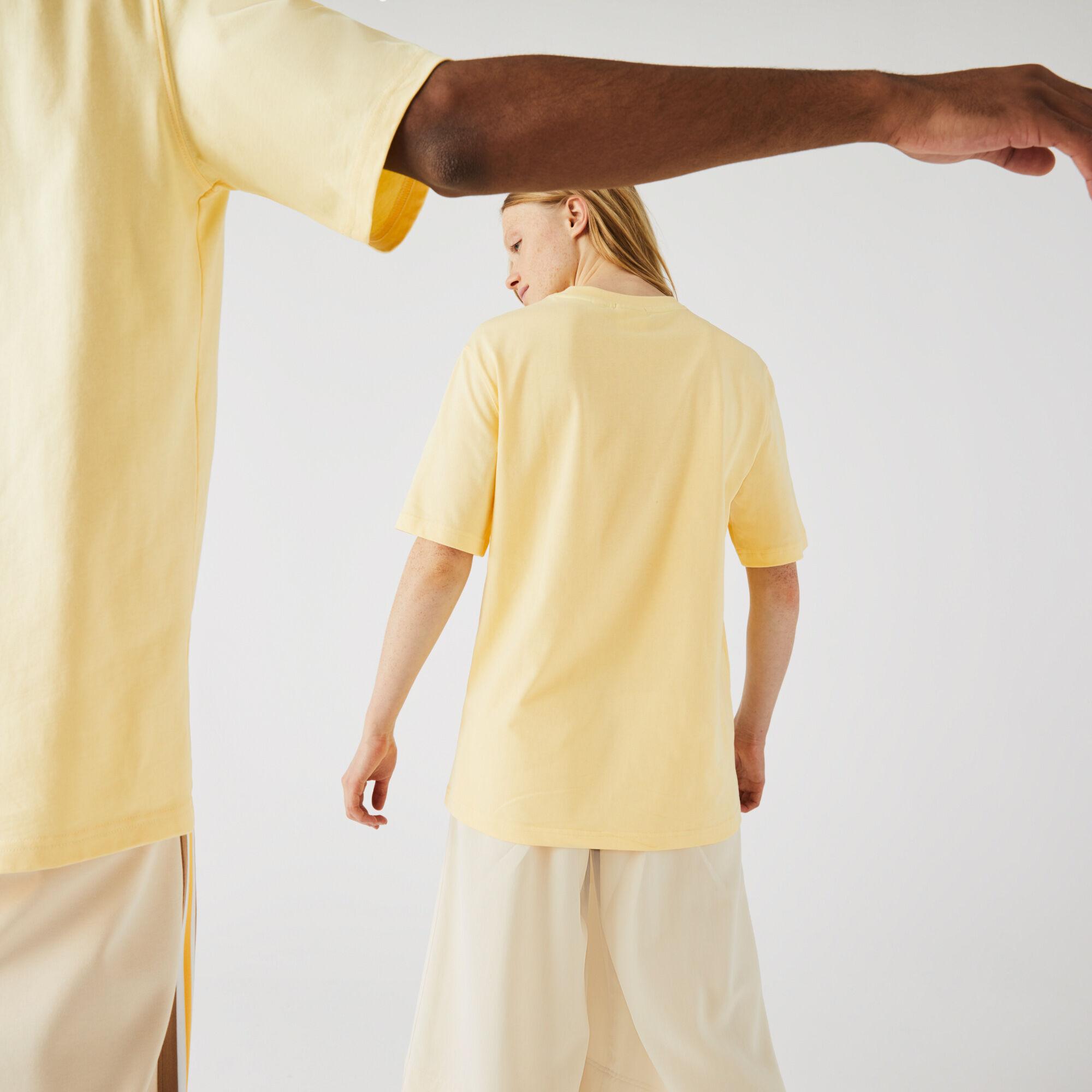 تي شيرت قطن للجنسين بحروف وقصة فضفاضة مجموعة Lacoste LIVE