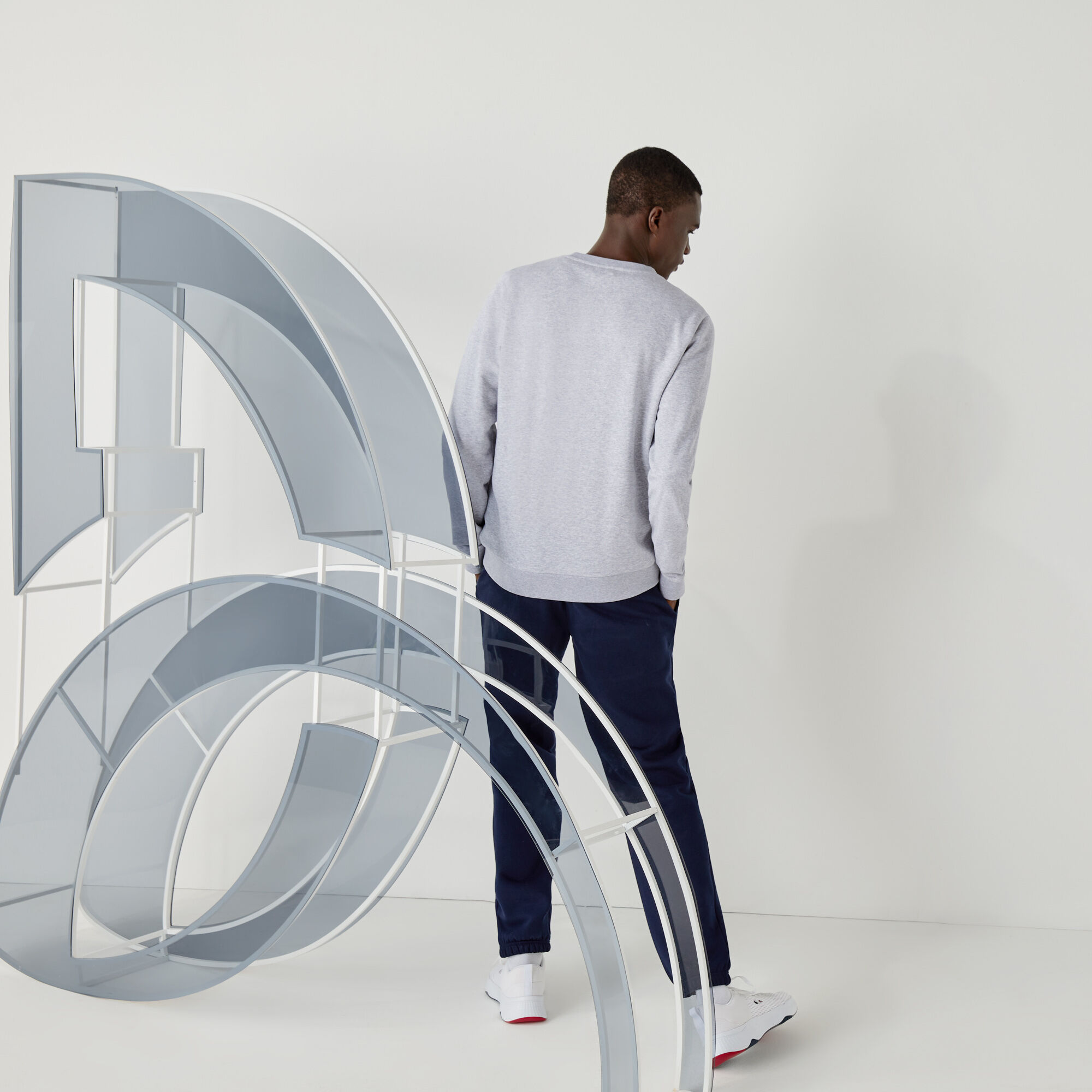 سويت شيرت صوف من مجموعة Lacoste SPORT بالتعاون مع تصميم Youssef SY للرجال